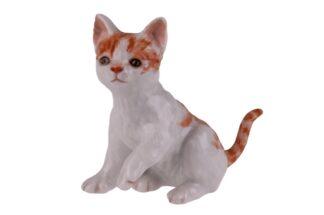 Augarten sitzende Katze Pfote hebend