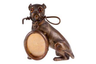 Bronzefigur mit Medaillon sitzender Hund