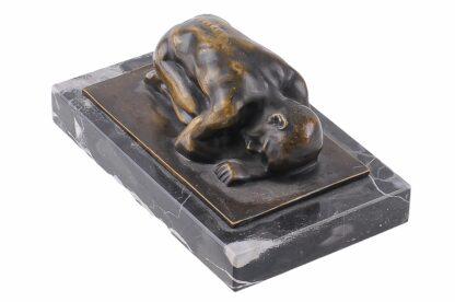 Bronze Figur Männlicher Akt kniend 4
