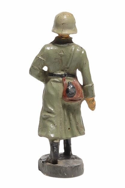 Elastolin Soldat im Wintermantel gehend1