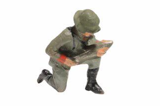 Elastolin Soldat kniend mit Granate1