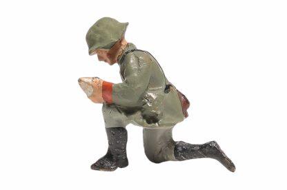 Elastolin Soldat kniend mit Granate2