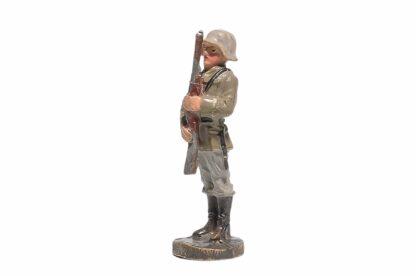 Elastolin Soldat präsentiert Gewehr1