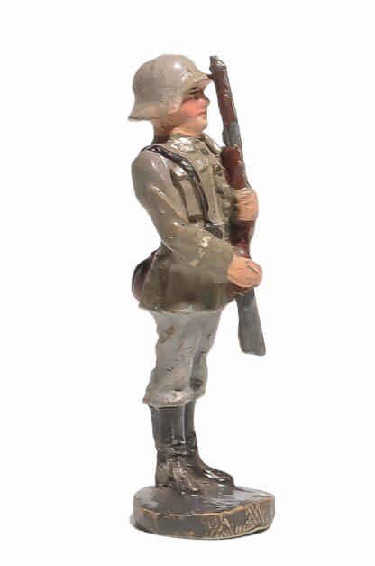 Elastolin Soldat präsentiert Gewehr2