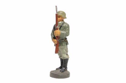 Elastolin Soldat präsentiert das Gewehr1