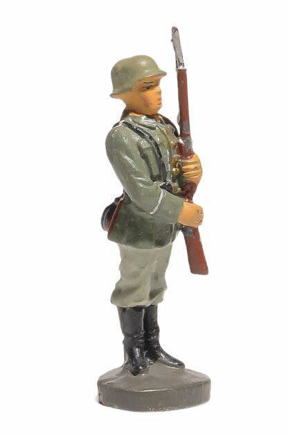 Elastolin Soldat präsentiert das Gewehr2