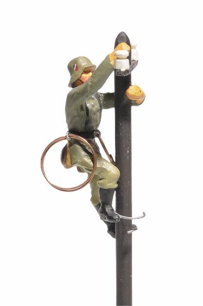 Lineol:Duscha Soldat Fernmelder am Telefonmast3