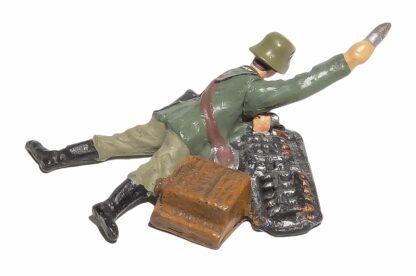 Lineol:Duscha Soldat mit Granate liegend2